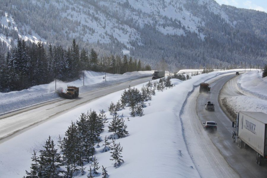 Four taken to hospital in Coquihalla crash