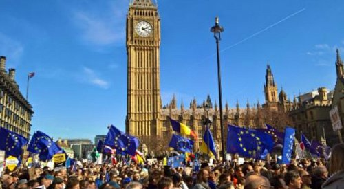 Anti-Brexit, pro-Euro march hits London streets