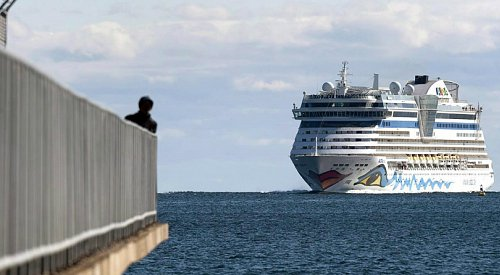 Large cruise ships barred from Canadian waters until end of October: Garneau