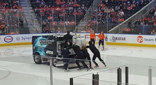 Oilers' zamboni breakdown leaves net wide-open for Twitter ridicule
